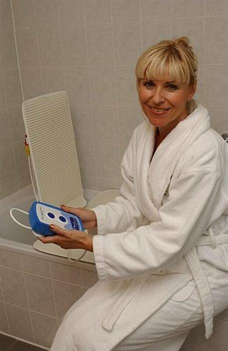 medical bath lifts, bath lifts elderly, bath lifts sonaris, akkulift bath lift