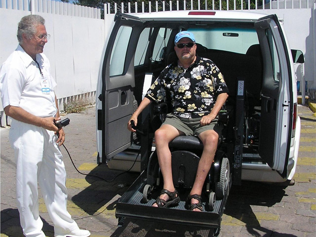 passenger with wheelchair lift, wheelchair lift vans, portable wheel chair lifts, braun wheel chair lift