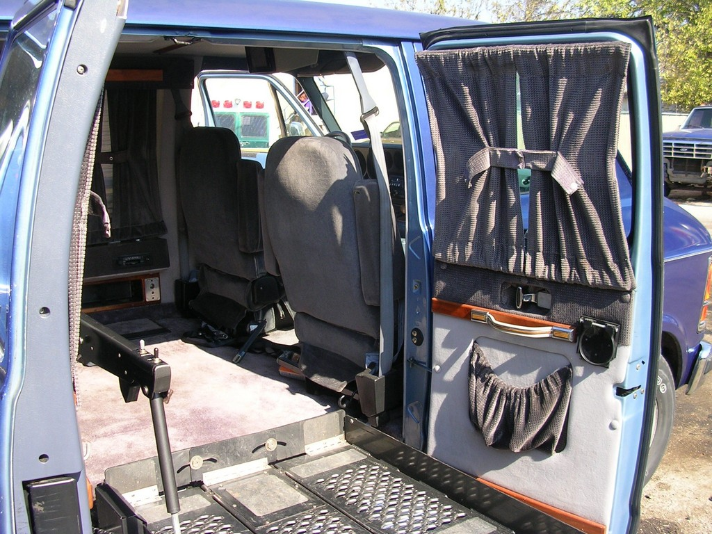wheelchair vans, used wheelchair lift vans, wheelchair getaways van rental, wheelchair vans in health aids