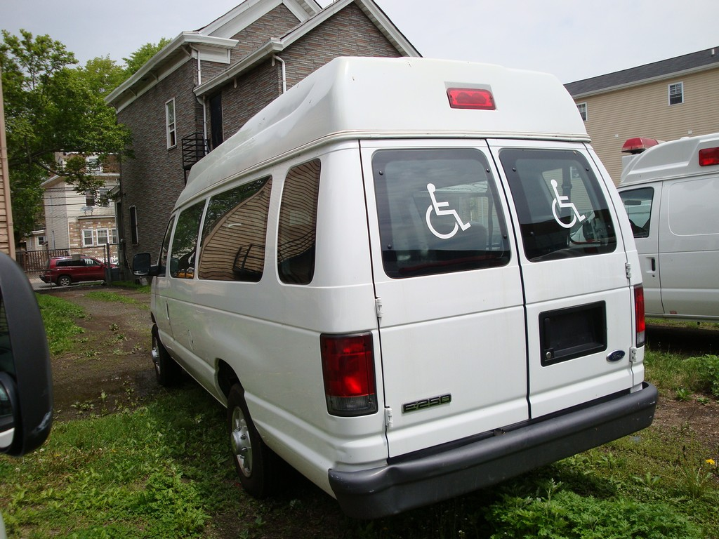 ford e250 wheelchair van, wheelchair van rentals, wheelchair vans virginia, 88 wheel chair ecno lodge van