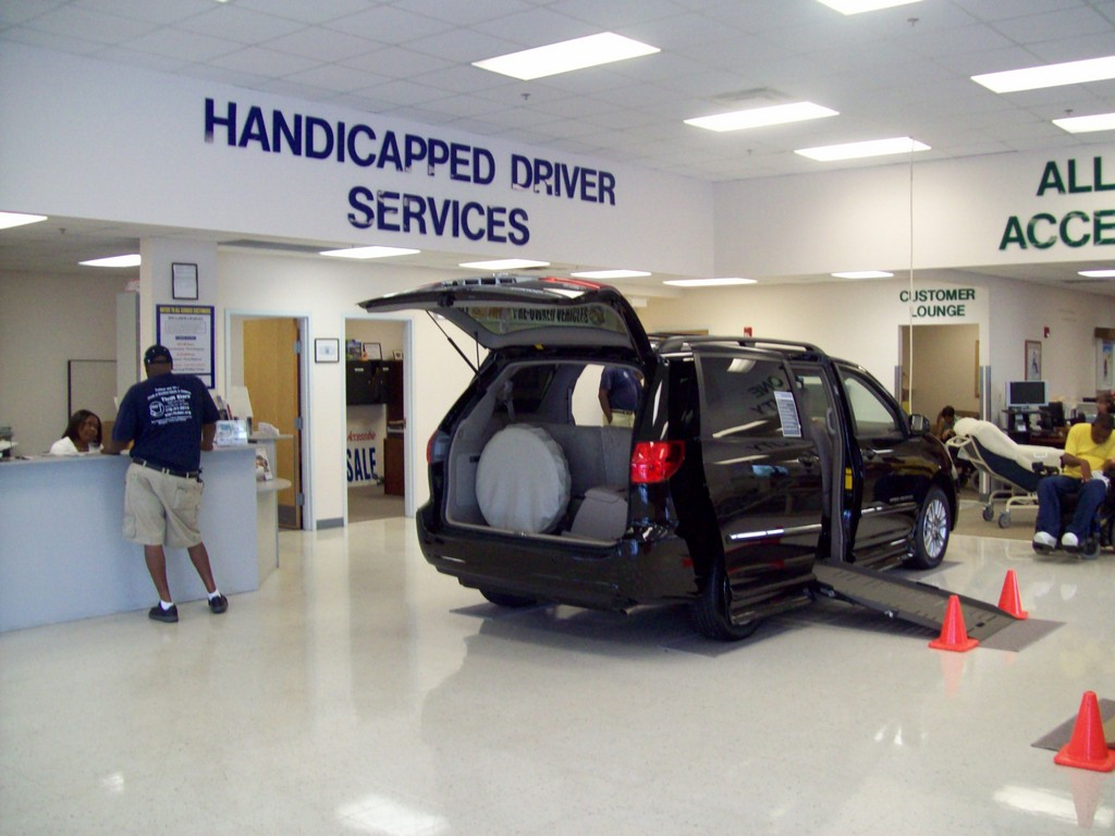 handicap van with wheelchair lift, renting wheelchair accessable vans, wheelchair lift vans in kansas city, conversion wheelchair vans