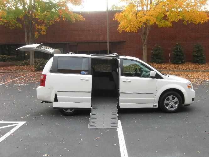 power wheelchair lifts for vans, monarch wheelchair lift for vans, handicapped wheelchair accessible ramp vans, qap with wheelchair vans