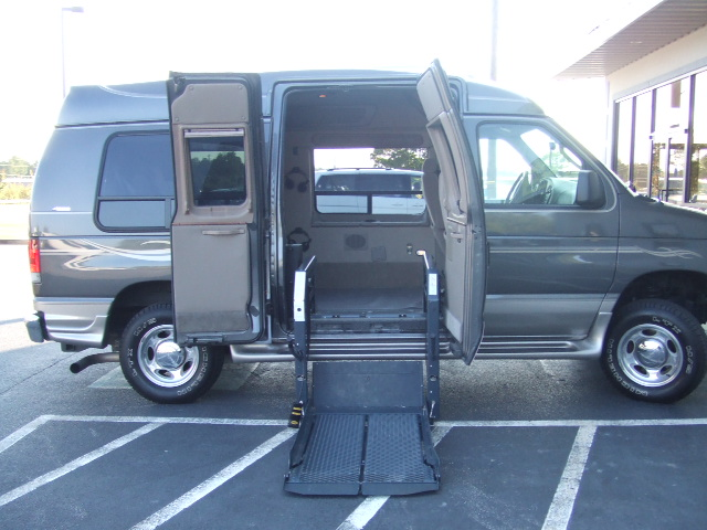 Wheelchair assistance ems wheelchair accessible vans for Wheelchair accessible homes for sale in florida