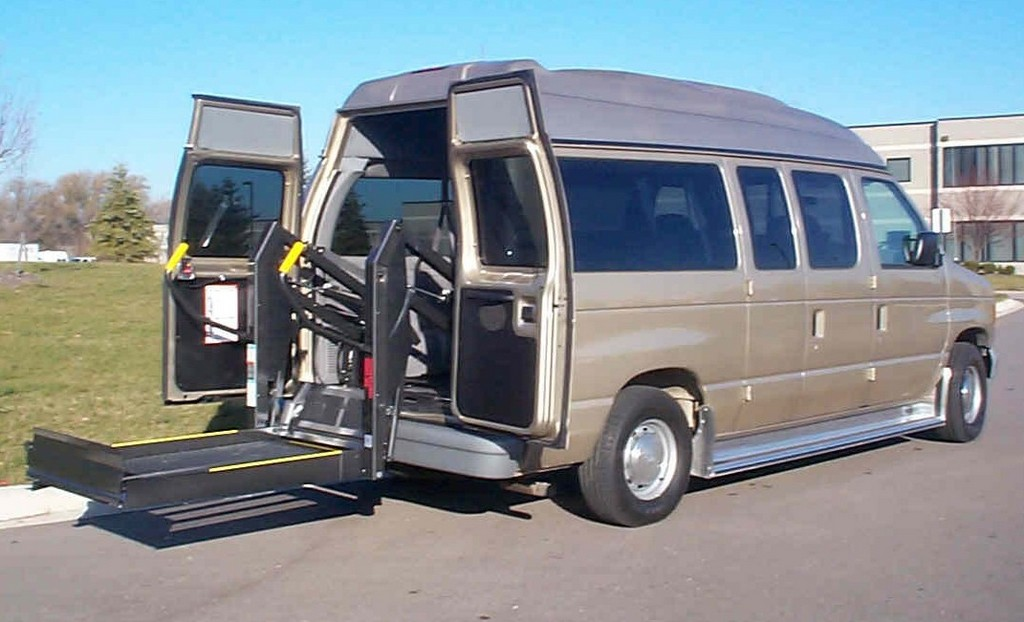 Hydraulic Wheelchair Lifts For Vehicles : Wheelchair assistance hydraulic lift for